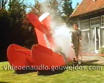 Victoria Vesta - Stuntvliegen (John Kraaijkamp Jr) (1992).jpg