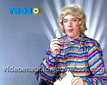 TROS - Andre Van Duin als Omroepster (1985) (6 sec).jpg