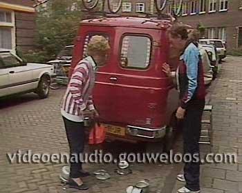 Zeg ns Aaa... (19851030) - Mien en Koos Gaan op Vakantie met de Caravan.jpg