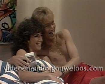 Zeg ns Aaa... (19861110) - Hans Koopt een Zeiljacht. Mien en Lydie Maken Zich Zorgen om Gert-Jan.jpg