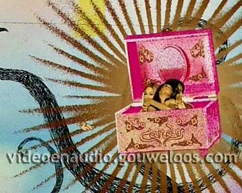 TMF - Reclame Leader (04) (2006) - Girls in Pink Box (1).jpg