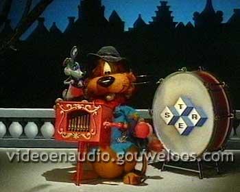 1983-1984 Winter - Loeki - Straatmuziekant met Draaiorgel.jpg
